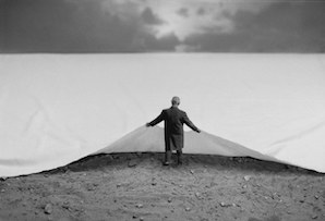 gilbert-garcin-surrealism-in-black-and-white-5